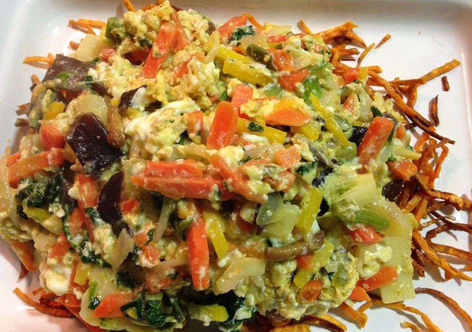 Huevos rotos con verduritas y boniato